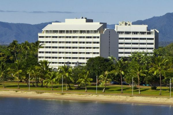 mercure-hotel-harbourside-cairns-01.jpg