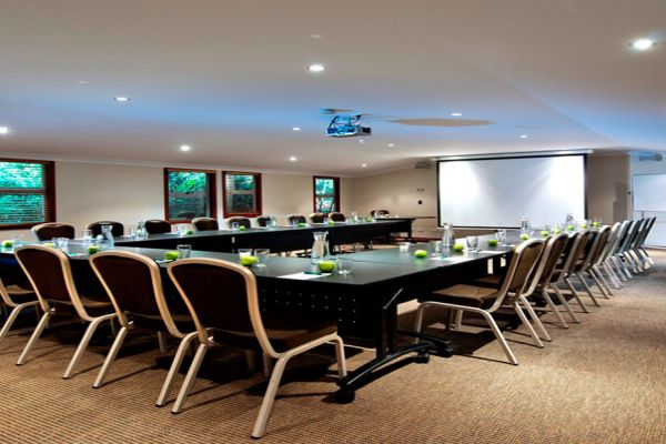 OReillysRainforestRetreat-MeetingRoom.jpg